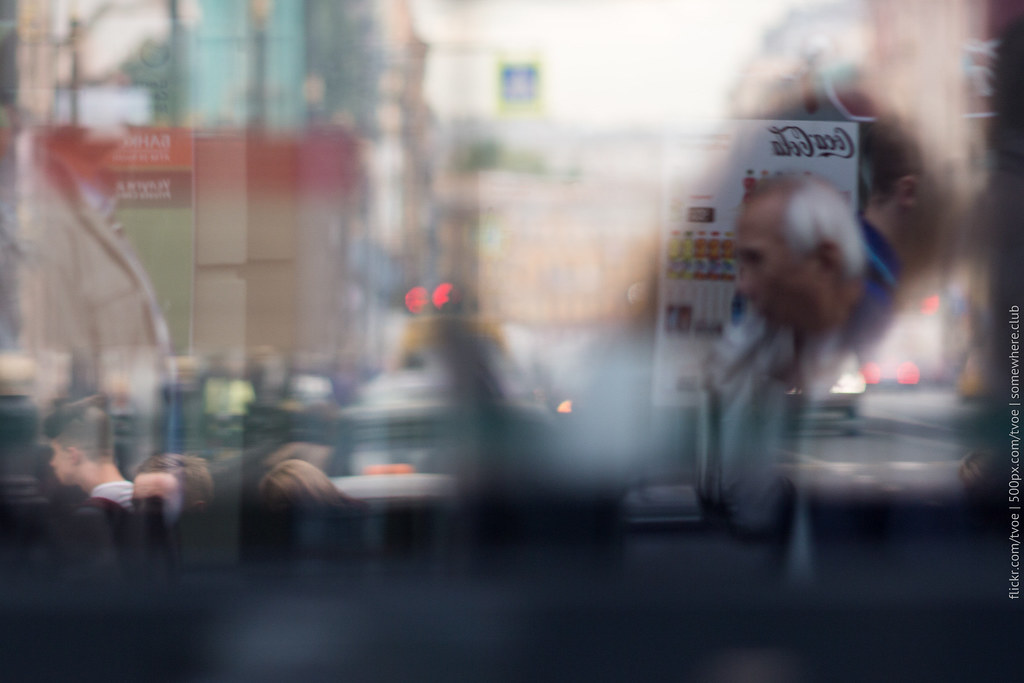 Отражения в троллейбусе на Невском проспекте