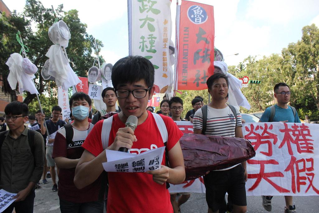 郑闵尹表示自己是第一次参加抗议,希望政府透过教育加强全民的劳动意识。(摄影:高若想)