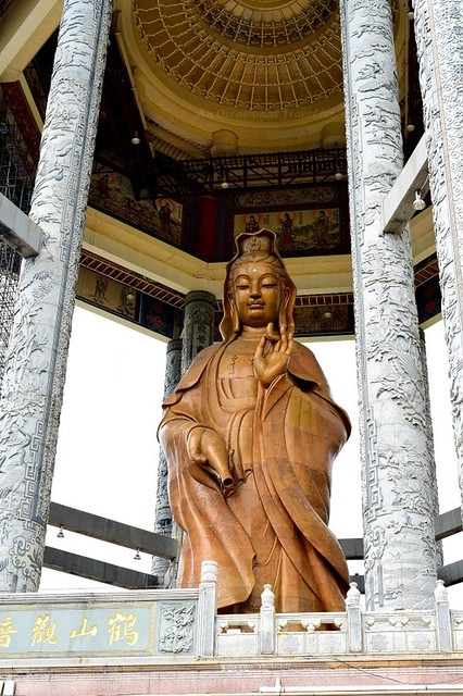 Another highlight of Kek Lok Si Temple, the 30.2m bronze statue of Goddess of Mercy (观音圣像)