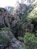 Sur le chemin au-dessus des gorges étroites de l'Ancinu