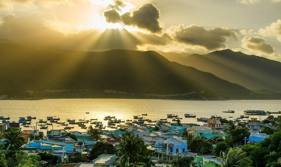 Bình minh tuyệt đẹp trên đảo. Ảnh: FB Nhien Nguyen An