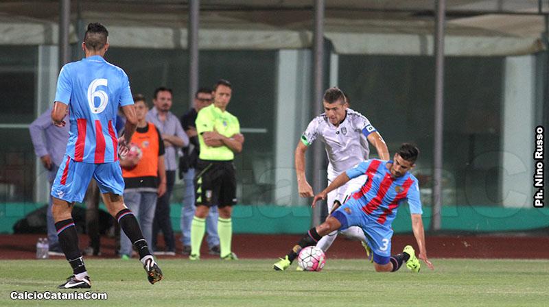 Ramos su Succi in Catania-Cesena (1-4) del 2015, ultima gara in Tim Cup degli etnei
