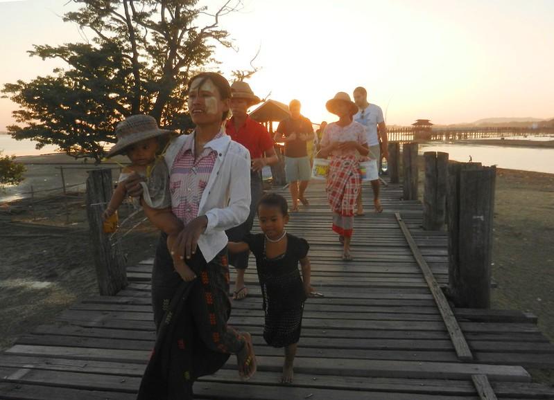 У-Бейн, Мьянма