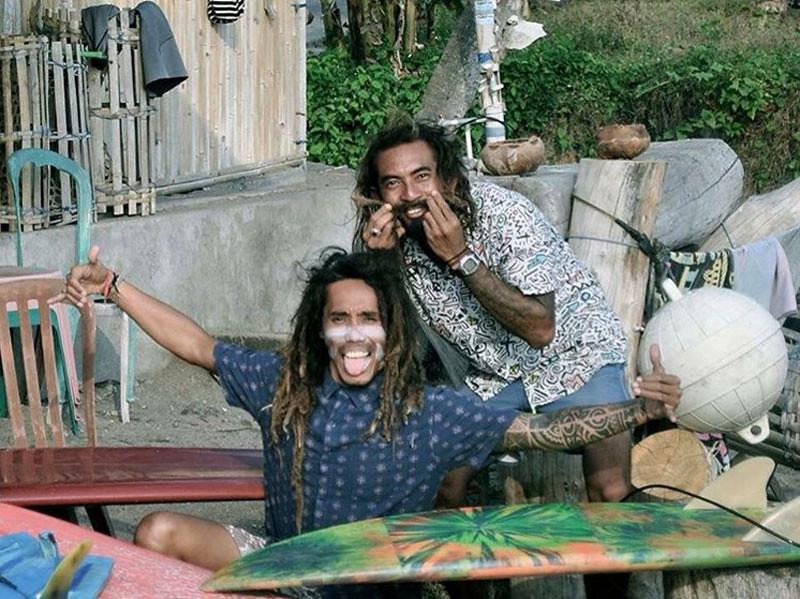 Desu de Bali Surf Om Suwastiastu