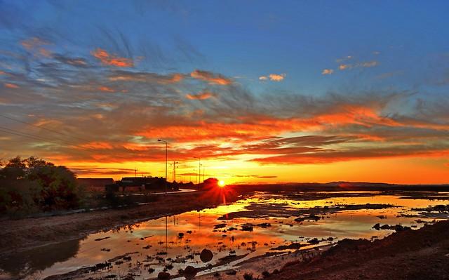 Nikon UD 20mm f/3.5……………..Sunrise in Tunisia………..日照紅霞
