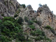Le vieux chemin et des soutènements depuis la descente du col vers l'Ancinu
