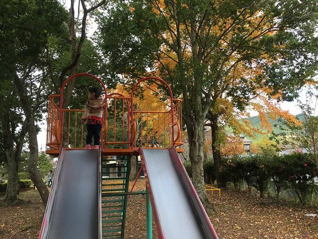 由布院中央兒童公園的溜滑梯,好高啊!