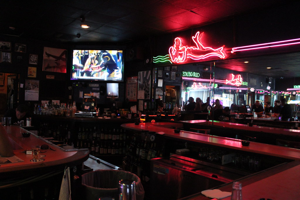 Macs club deuce bar south beach phillip pessar flickr for Bar dive