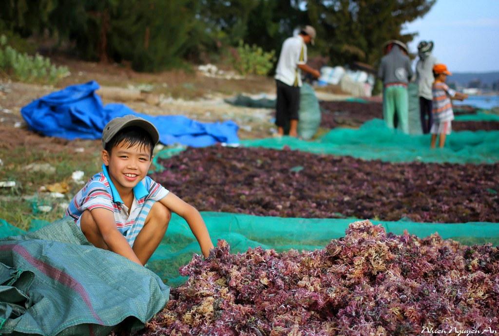 Người dân trên đảo Bình Hưng rất tốt bụng và thân thiện. Ảnh: FB Nhien Nguyen An