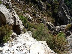 La vire rocheuse du bas du couloir de montée finale au Kyrie Eleison