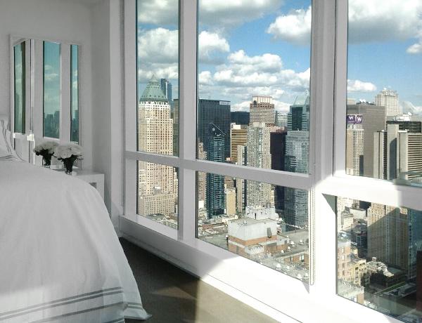 Ventanal con maravillosas vistas de la habitación en Nueva York