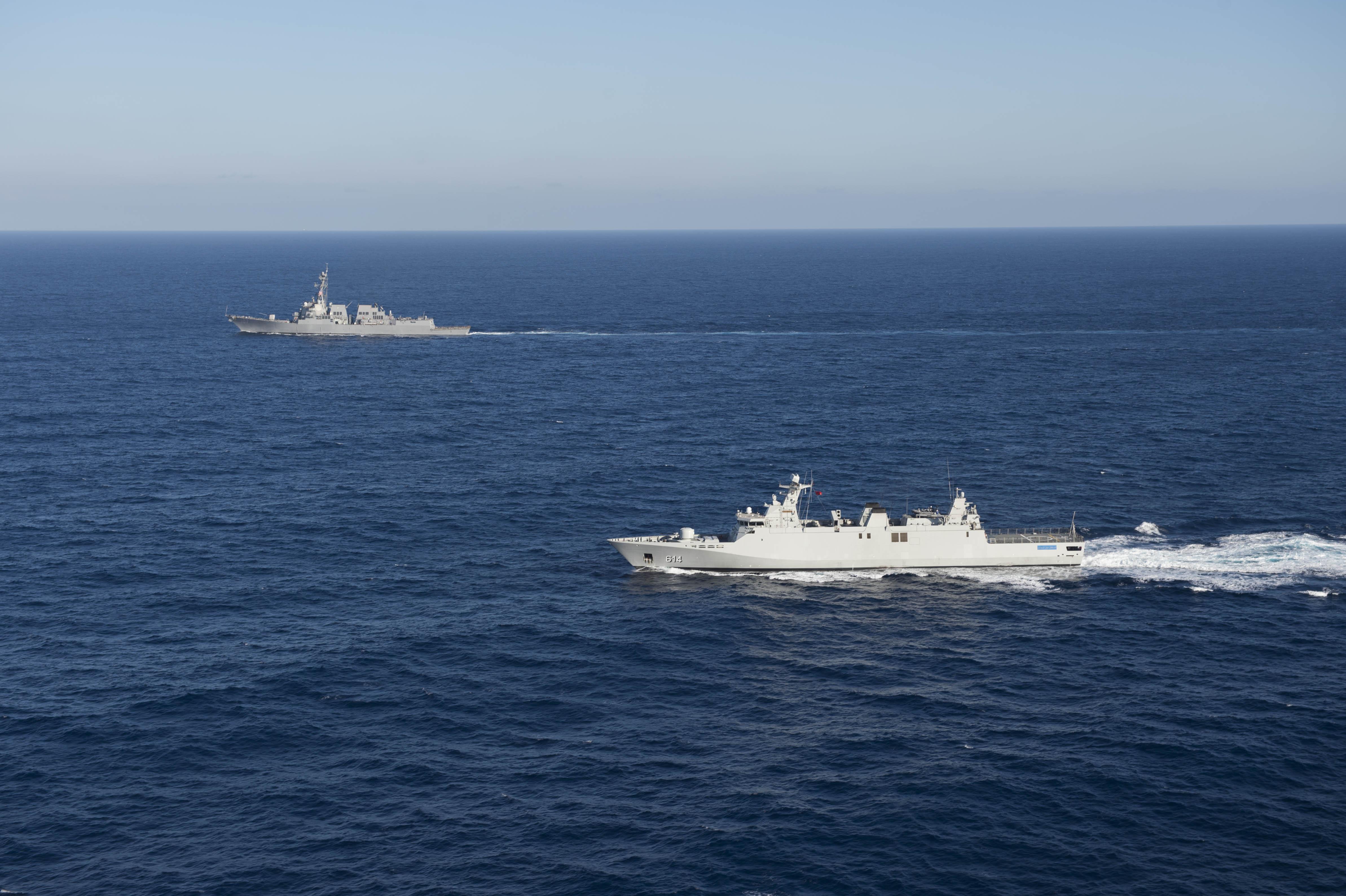 Passex 2015 : USS Gravely en exercice avec la frégate RMN Sultan Moulay Ismail  23427726581_640bc949f9_o