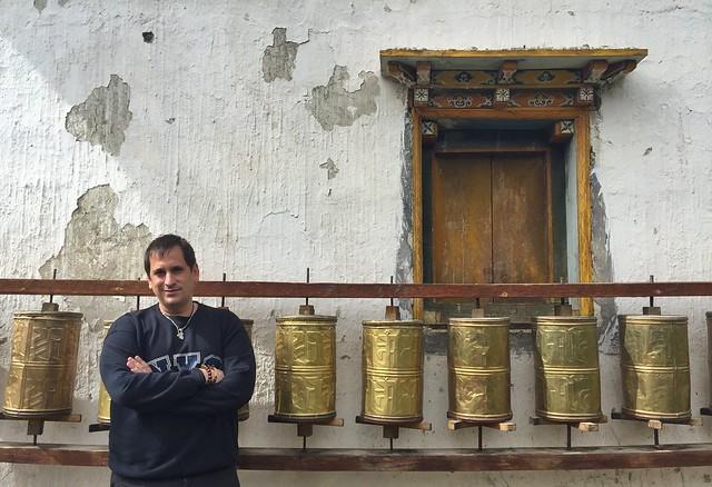 Sele en un pequeño santuario tibetano