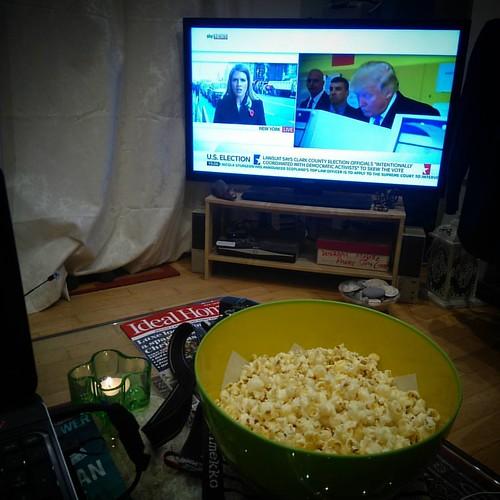 Popcorn evening.. 😰 (Please let that orange horror go away..)