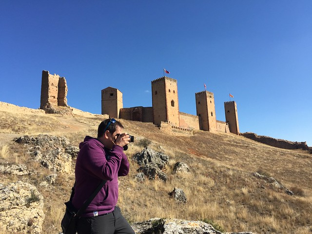 Sele haciendo fotos en el castillo-fortaleza de Molina de Aragón (Guadalajara)