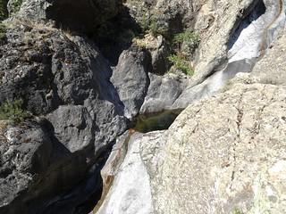 La fin du canyon de Meriu avec une cascade multi-vasques