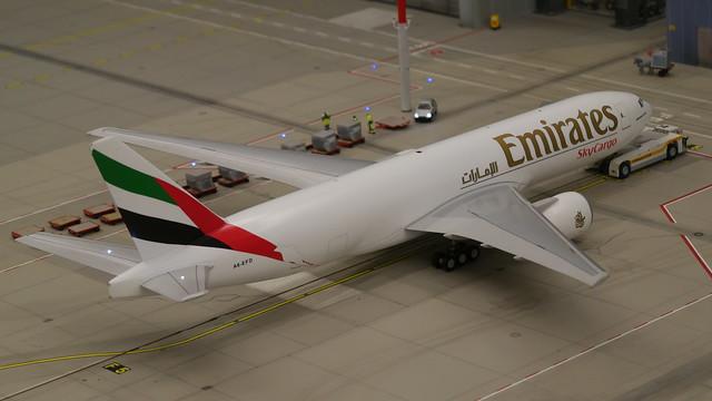 Knuffingen Airport: Emirates SkyCargo Boing 777