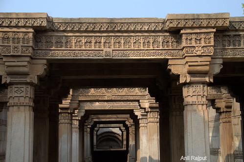Adalaj Ni Wav, Supporting beams at first floor, Ahmadabad