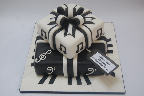 Such a striking centrepiece for a choir's celebration. Would also be great for any musician, band or orchestra! The Two-tiered Musical Present Cake - from £90.