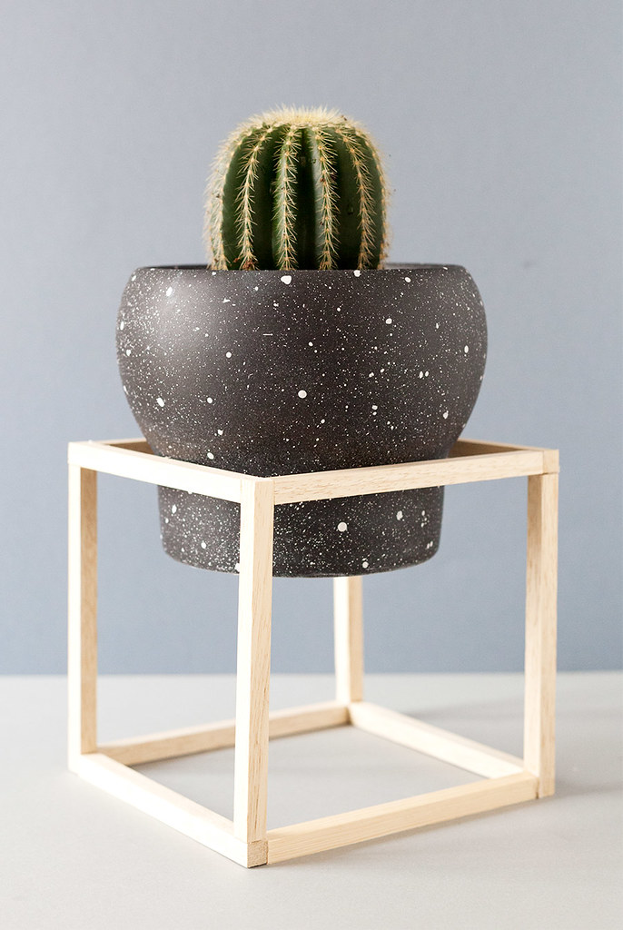 DIY Soporte para plantas minimalista y maceta moteada · DIY minimal plant stand and speckled planter · Fábrica de Imaginación · Tutorial in Spanish