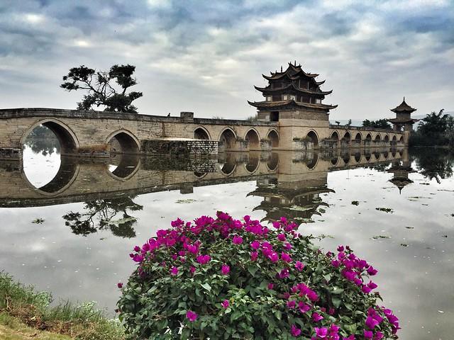 Puente de los dos dragones en Jianshui (Yunnan, China)