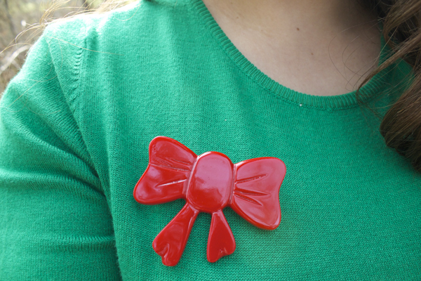 bow brooch