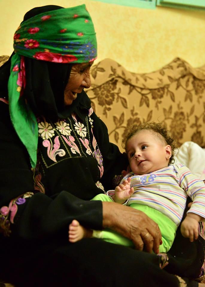 La madre de Suleyman con su niña