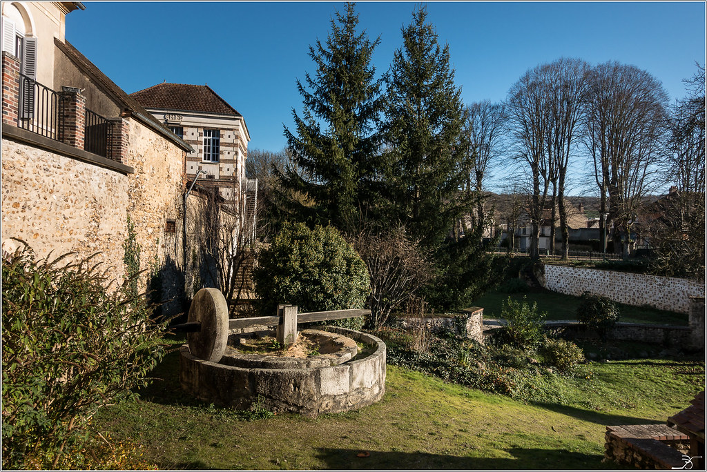 Vileneuve sur Yonne 30963447130_bb68308145_b