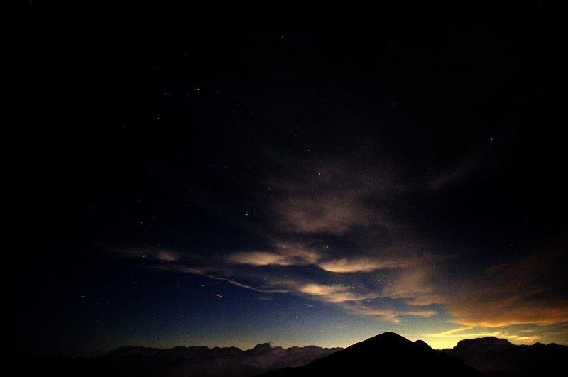 悪沢岳山頂部と北極星。カシオペア座