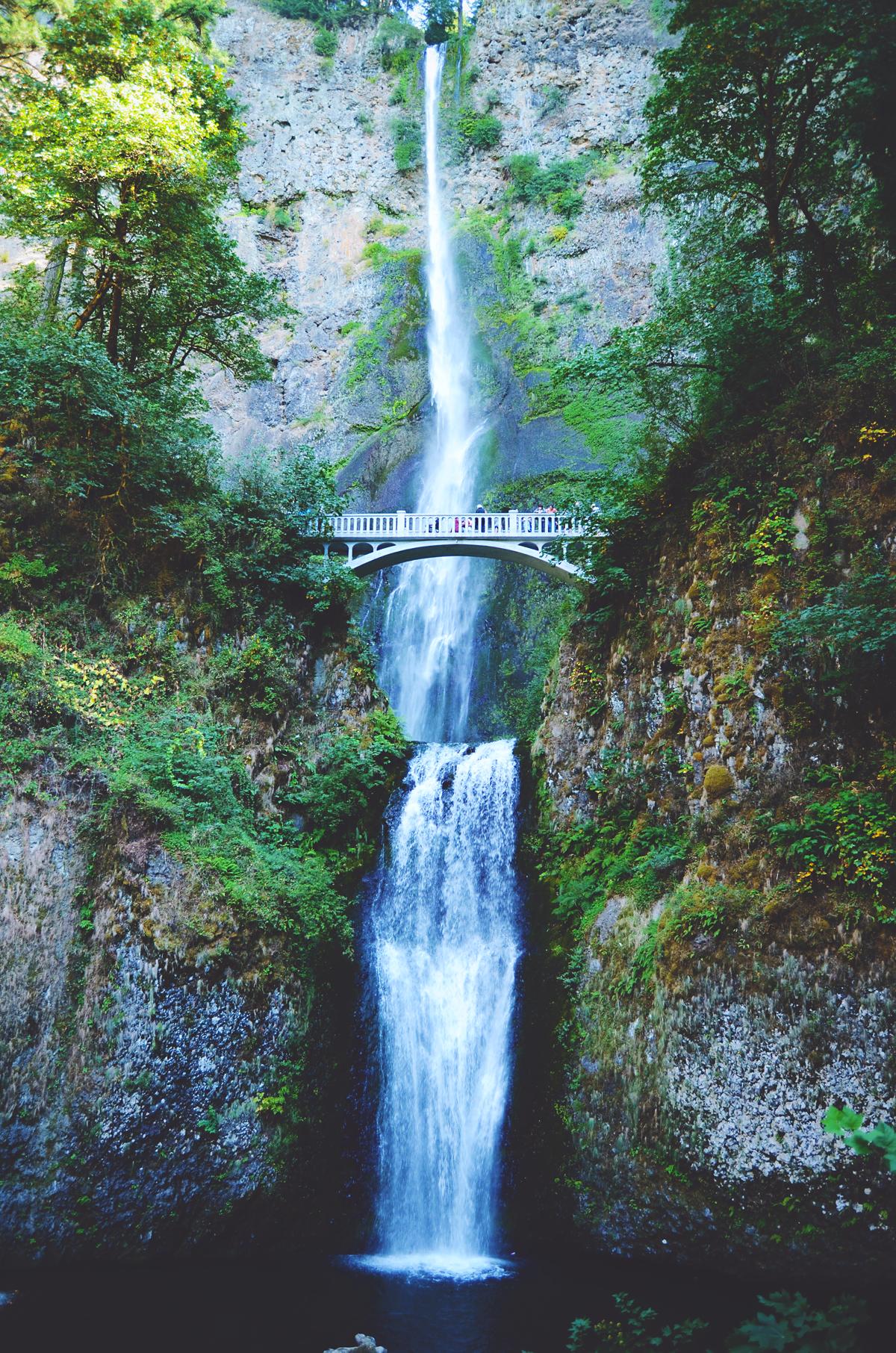 Multnomah Falls in Oregon, USA | via It's Travel O'Clock