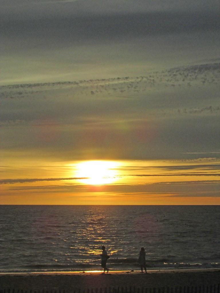 Coucher de soleil chatelaillon le coucher de soleil est flickr - Le soleil se couche a l ouest ...