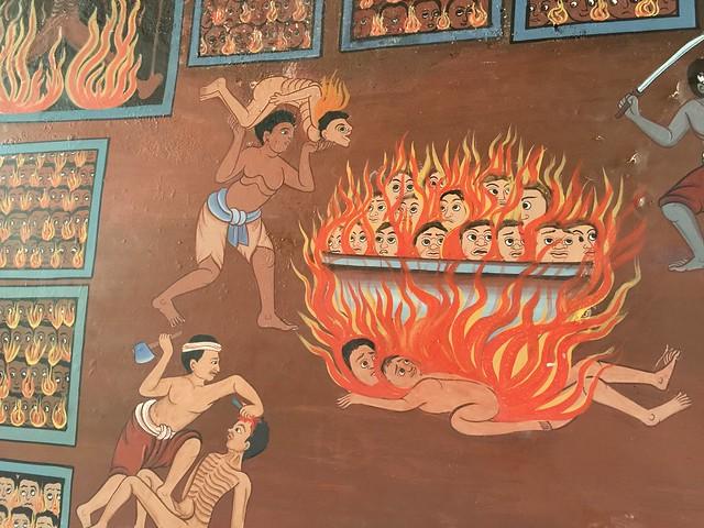 Escena infernal en uno de los templos junto al Monte Dorado de Bangkok