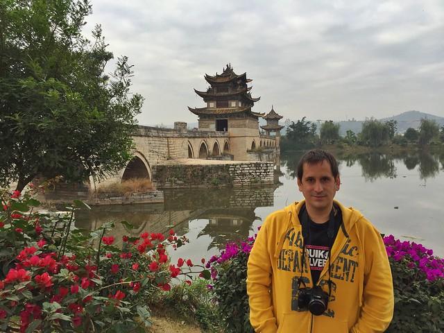 Sele en el puente de los dos dragones de Jianshui (Yunnan, China)