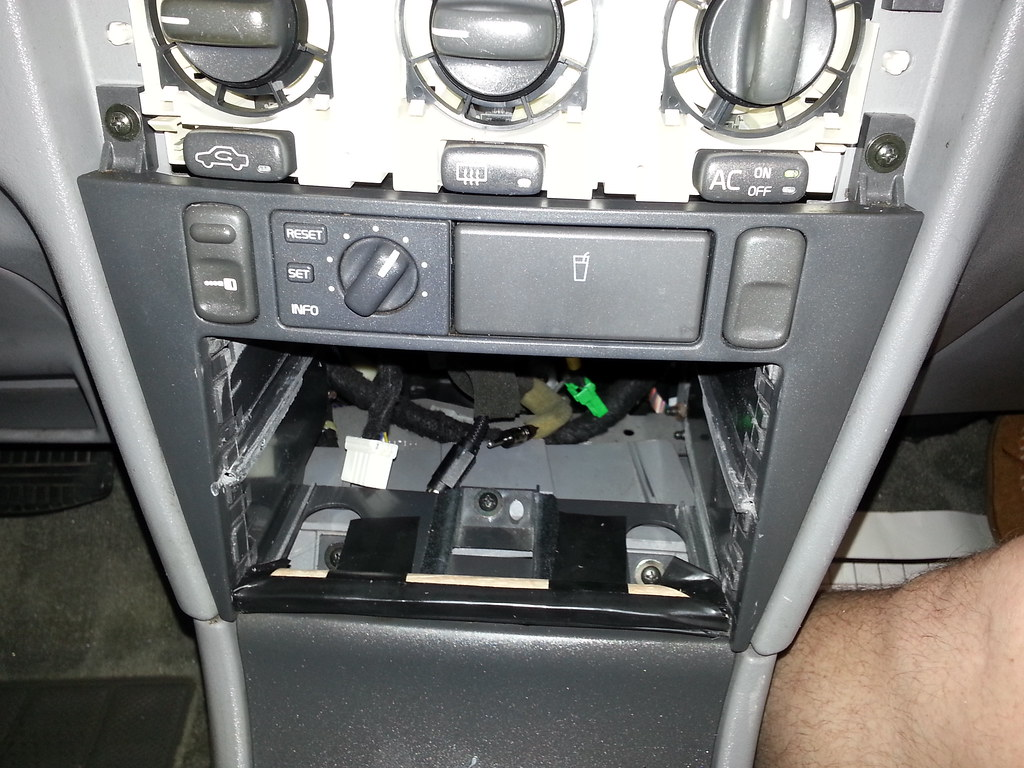 Stereo/DVD: - Adding a double din stereo to a 2000 Volvo S40 - Volvo