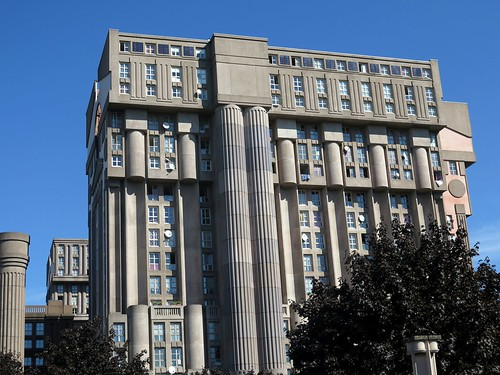 The palacio d 39 abraxas designed by ricardo bofill in noisy for Architecture noisy le grand