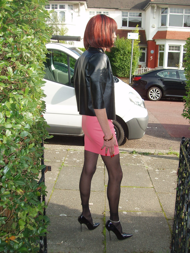 Pink Mini In The Sun  Out For A Stroll In Leather Jacket -3672