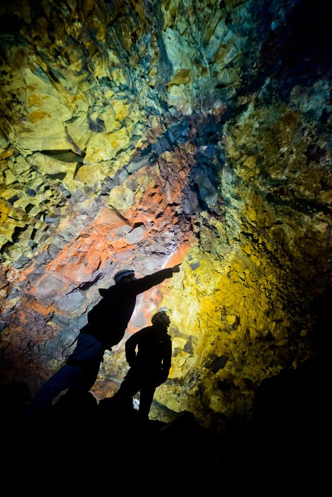 Poder entrar a un volcán de Islandia, una maravilla llena de colores como los de la imagen