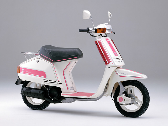 Courreges Honda TACT. There is many bosozoku style scooters that retain this livery!