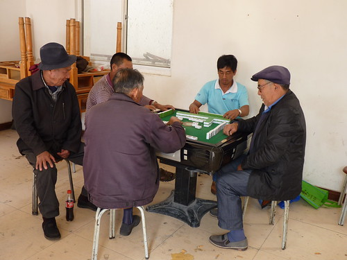 Mahjong players in Beipan - Bike ride along Lake Erhai (洱海), Yunnan, China