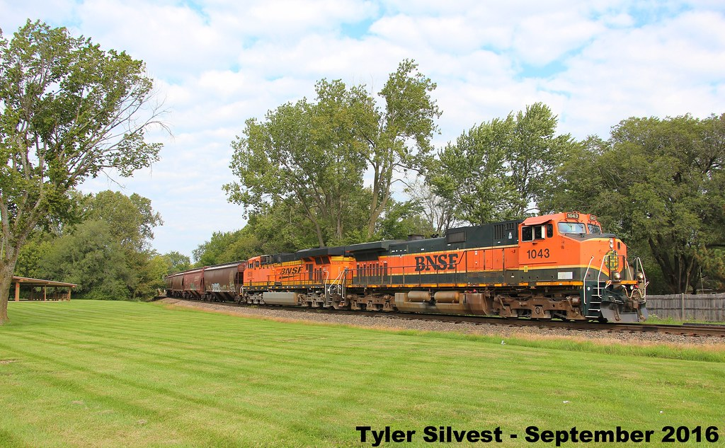 1 2 Bnsf 1043 Leads Sb Covered Hopper Olathe Ks 9 24 16