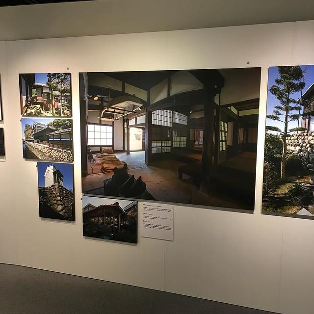 水屋・水塚展。中央の写真には土間の屋上に小舟が載せられている。こういう風景は氾濫常習地域だった、横浜市戸塚周辺でも話を聴くが、実際に見たことはない。