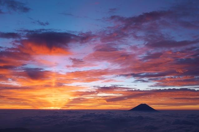 『黎明の富士』