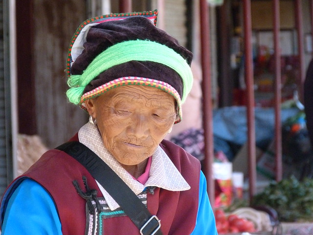 Mujer naxi en Lijiang (Yunnan, China)