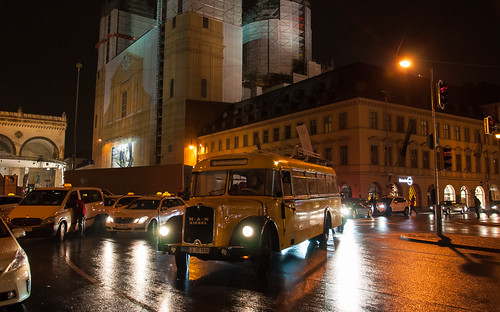 Postbus wendet am Odeonsplatz