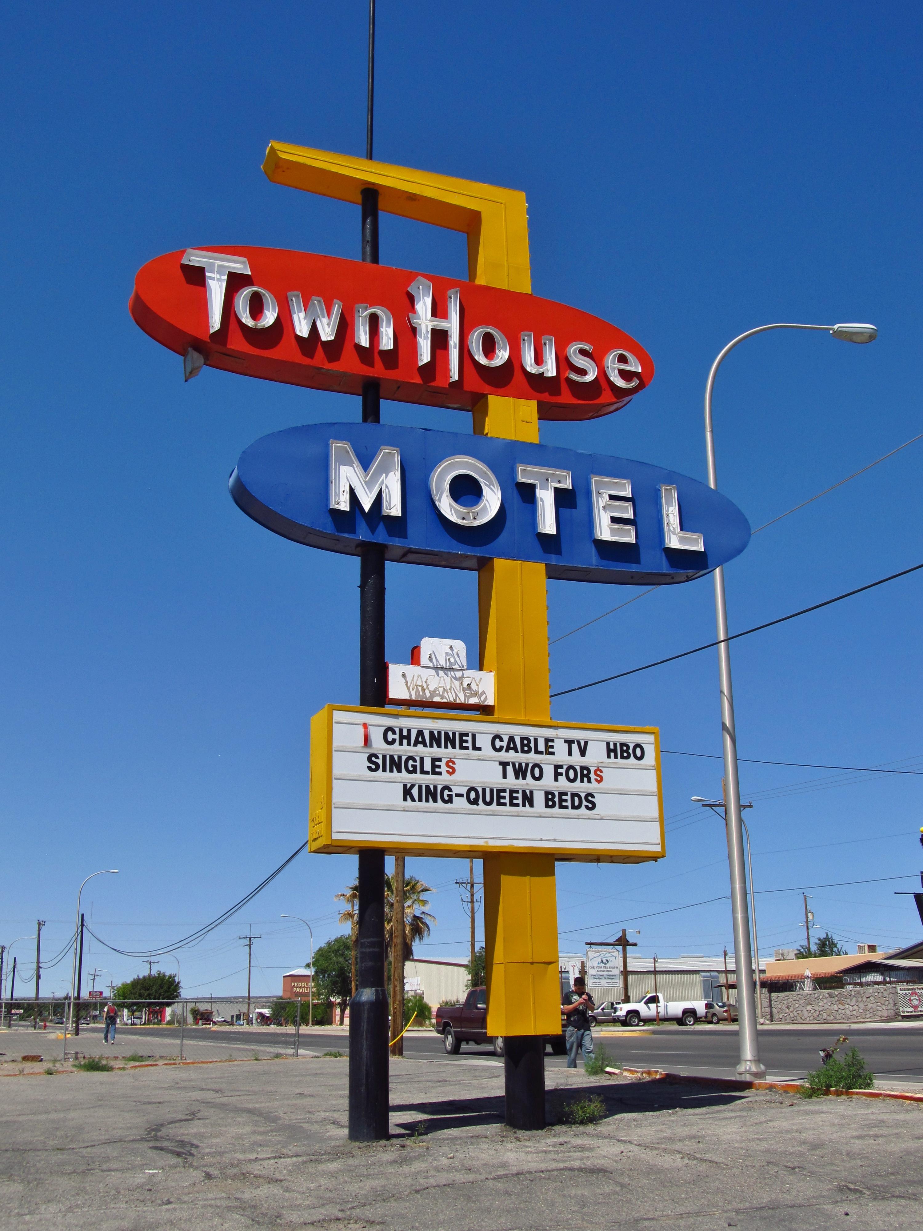 Town House Motel - 2205 West Picacho Avenue, Las Cruces, New Mexico U.S.A. - April 22, 2015