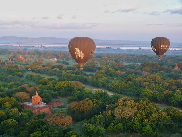 Globos sobrevolando Bagan (Myanmar)