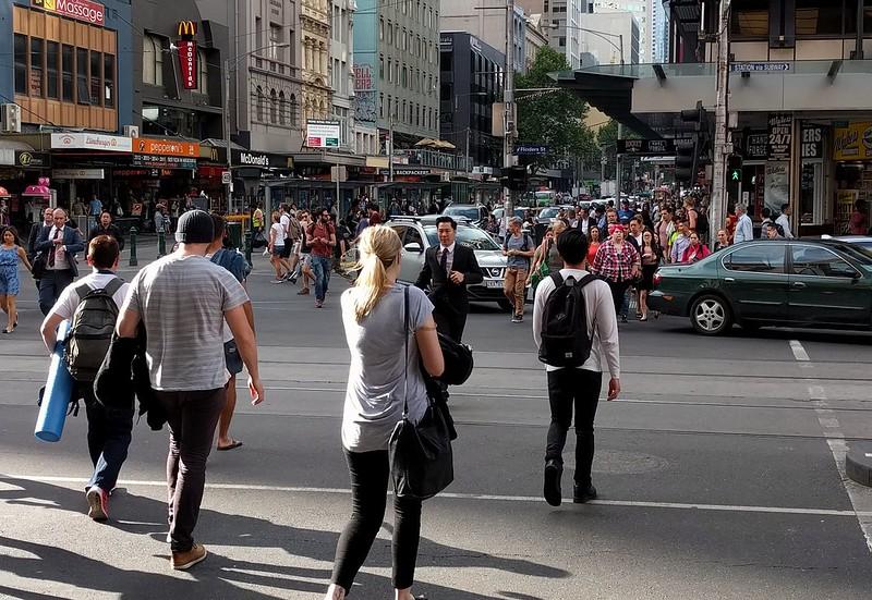Flinders/Elizabeth Streets - vehicles in violation of Rule 218