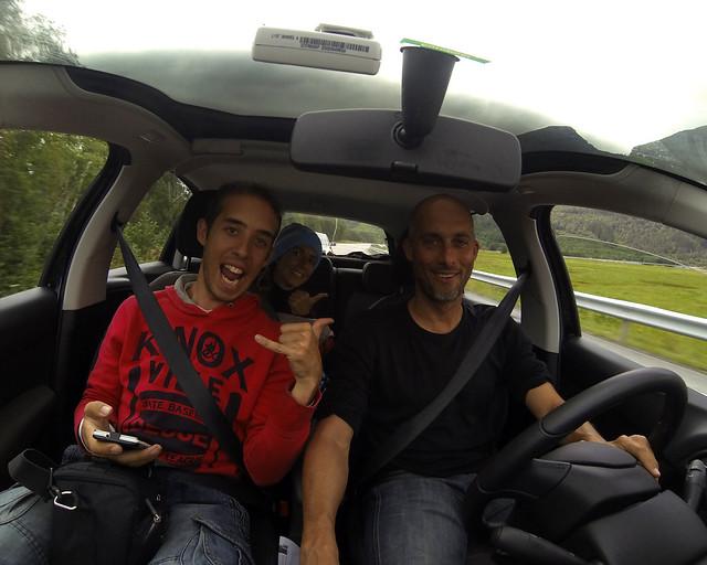 Conduciendo uno de los coches más baratos de alquiler en Italia con Manolito al volante
