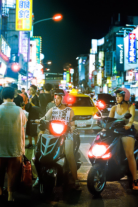 © 2016. Shilin Night Market in Shilin District. Sunday, Sept. 4, 2016. CineStill 800T +2, Canon EOS A2.