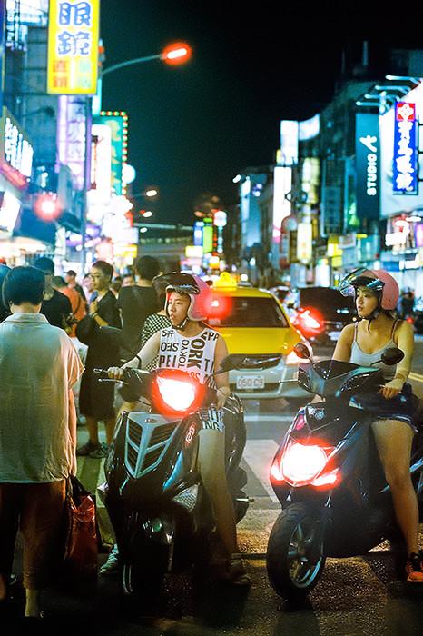 © 2016. Shilin Night Market in Shilin District. Sunday, Sept. 4, 2016. CineStill 800T +2, Canon EOS A2.